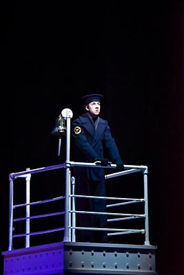 Collin O'Neill as Frederick Fleet